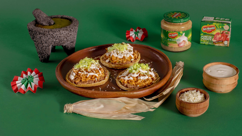 Sopes de tinga de pollo Del Monte®